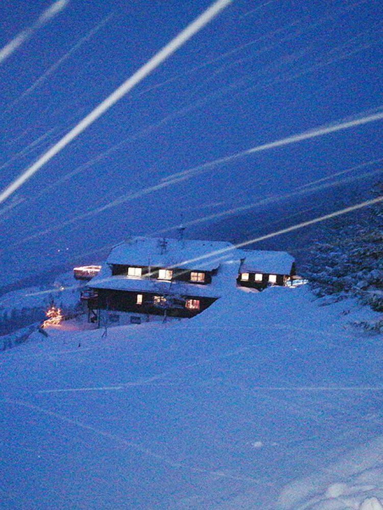 Sonnenalm Mountain Lodge bei Schneetreiben